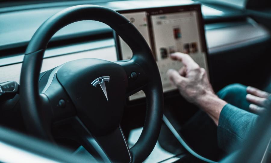 China schränkt Tesla-Fahrerlaubnis für Beamteein
